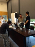 Pedro Alonso shows attendees mycorrhiza through microscopes