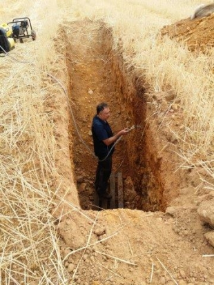Performing test pits in Ayoó de Vidriales after the harvest of 2015-2016